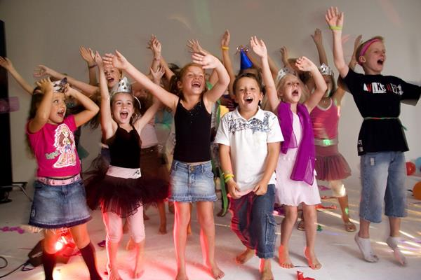 Party-children-great-time-karaoke-fun