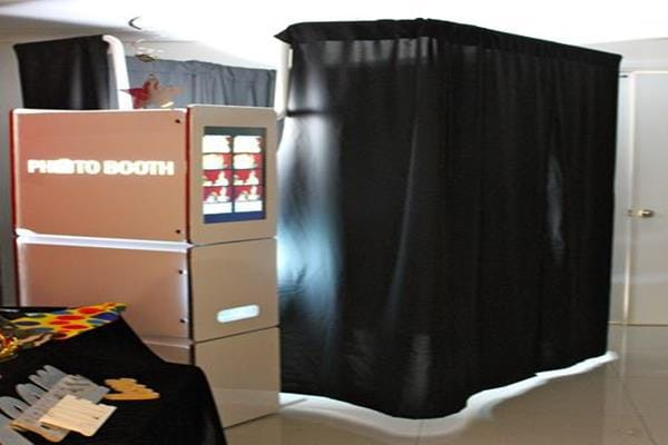 1 Photo booth hire for kids party