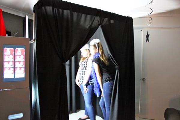 1 photo booth disco party for children