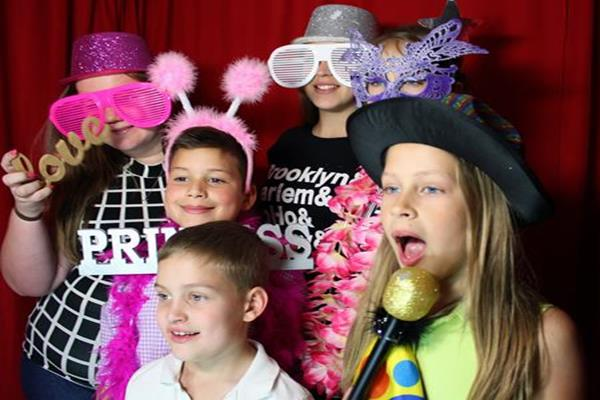 2 Karaoke party with a photo booth