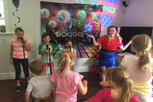 Karaoke party  (1)